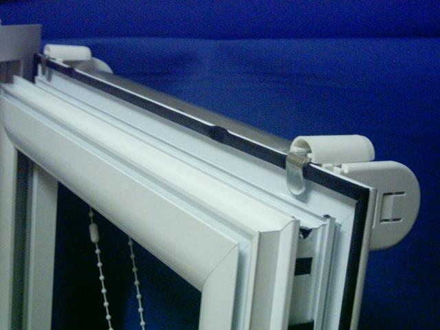 Soportes ventana fijaci n frontal y fijaci n superior for Puerta oscilobatiente